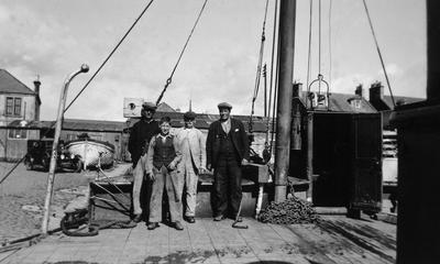 P13880; Crew of the Hope at Alloa Harbour