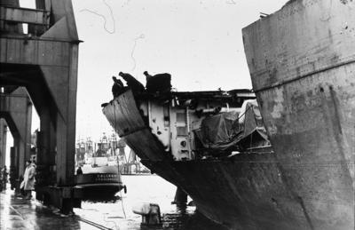 "P01925; Tanker ""British Lady"" during shipbreaking"