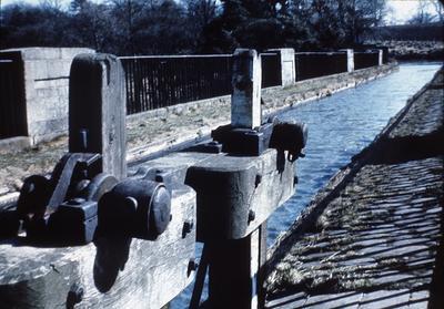 P01103; Overflow gates, Almond aqueduct, Union Canal