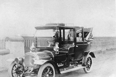 P19975; Deasey motor car with passengers