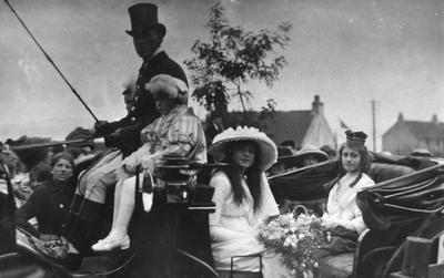 P15598; Bo'ness Fair Queen and Chief Lady in a landau.