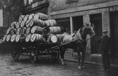 P17388; Horse and cart in Cow Wynd, Falkirk
