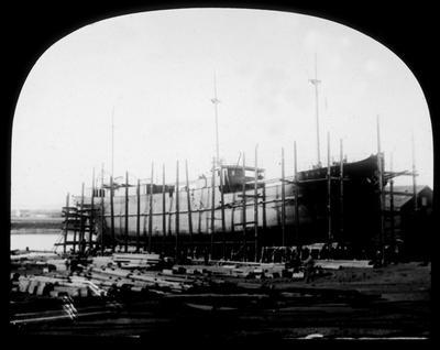 P10372; Ship under construction, Alloa