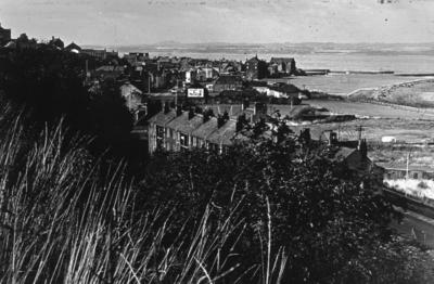 P05107; View of street towards River Forth at Corbiehall, Bo'ness.