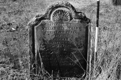 P05512; Gravestone of Thomas Henderson, Archibald Henderson & Christina Ross, Corbiehall Cemetery, Bo'ness.