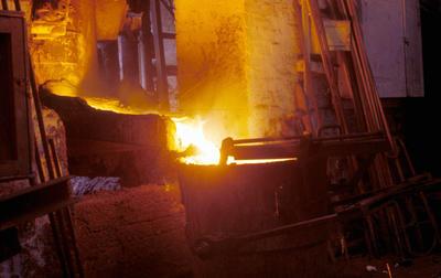 P06043; Pouring molten iron, New Grange Foundry, Bo'ness