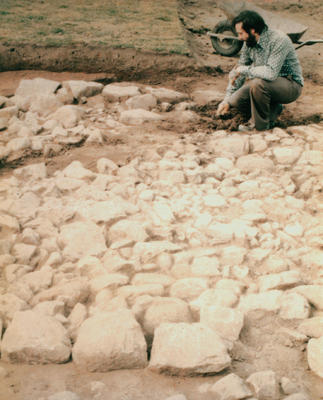 P34962; Geoff Bailey at Beancross excavation