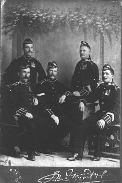 P35961; Group of soldiers.