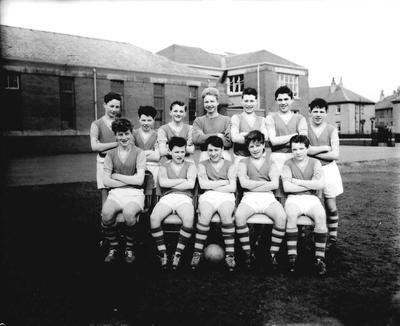 P33138; School football team, Graeme High School