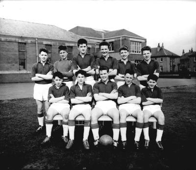 P33140; School football team, Graeme High School