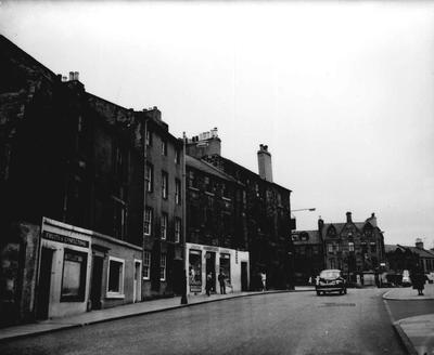P32802; Linlithgow High Street near the Cross