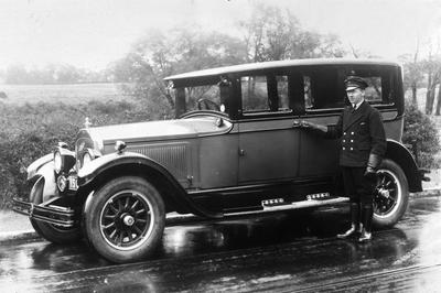 P00238; General Bus Co manager's car and driver