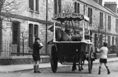 P12871; Mr Jannetta with ice cream cart
