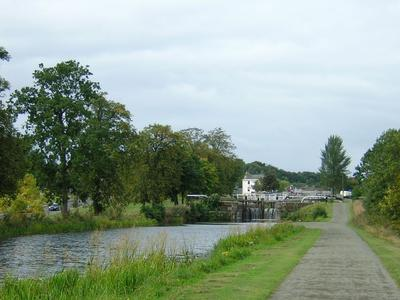 P36968; Lock 15, Forth and Clyde Canal, with Union Inn