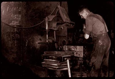 P04770; Moulding machine, moulding shop, Taylor's Foundry