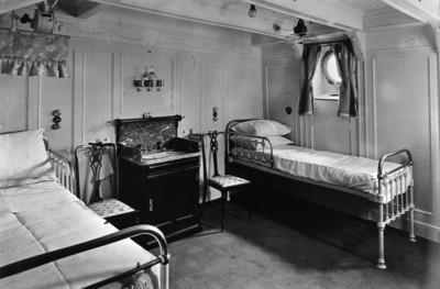 """P02005; De luxe cabin of liner """"Orvieto"""""""