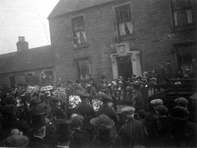 P43577; Crowds outside the Rosehall, Polmont