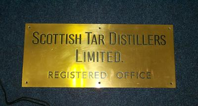 """2009-031-001; plaque; """"Scottish Tar Distillers"""""""