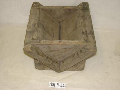 1981-009-044