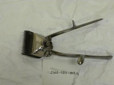 2002-032-012/004