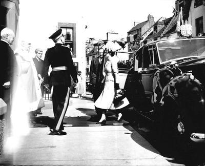 P33369; Queen Elizabeth and the Duke of Edinburgh