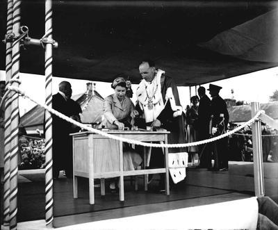 P33381; Queen Elizabeth and the Duke of Edinburgh