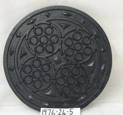 1976-024-005; cover; coal hole
