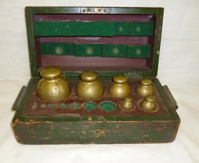 1996-027-007; weights; set of
