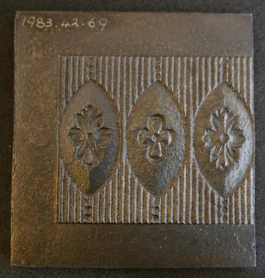 1983-042-069