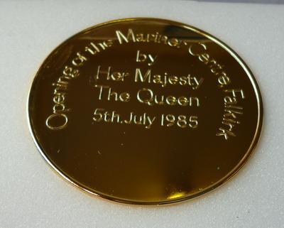 "1998-033-001; medal; commemorative ""Mariner Centre"""