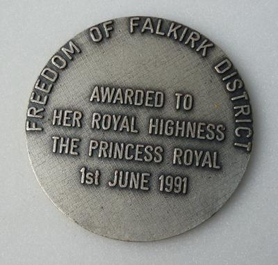 """1998-033-003; medal; commemorative """"Freedom of Falkirk District"""""""