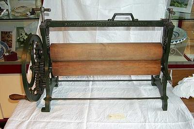 1977-056-001; mangle; table
