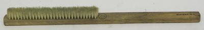2000-040-004; brush