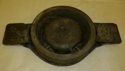 1980-016-001; mould; ashtray