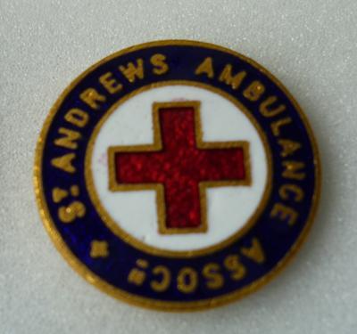 "2001-018-013; badge; ""St Andrews Ambulance"""