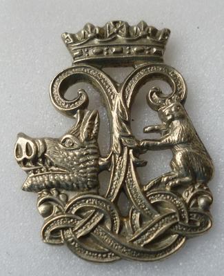 "2001-018-018; badge; ""Argyll & Sutherland Highlanders"""
