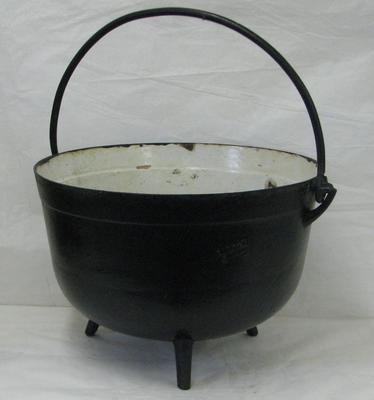 1983-042-007