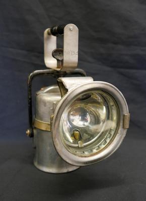 1985-065-001; lamp