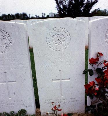 P42204; Gravestone of Private William Paxton