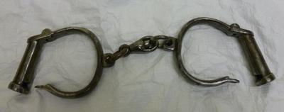 2003-055-022/001; handcuffs