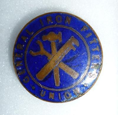 1989-067-001; badge; Union