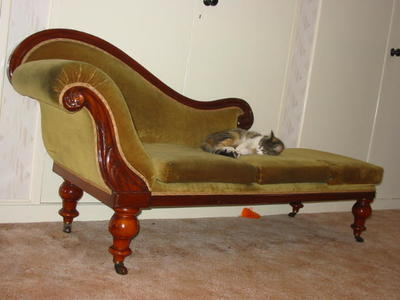 2003-064-002; chaise long