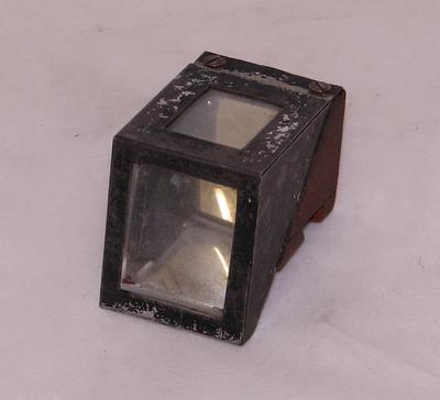 1979-028-010