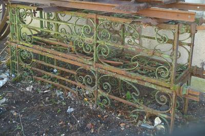 1977-048-002; gate post