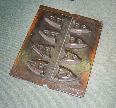 2005-031-001; pattern; sad iron