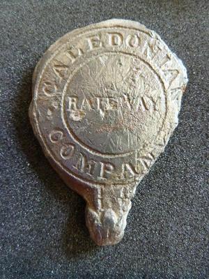 1999-004-042; plaque; harness