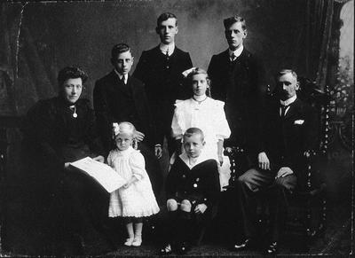 P34777; The Munn family