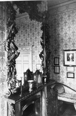 P19637; Callendar House mirror in room